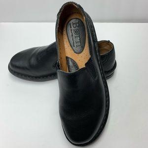 S18 18- NWOB. BORN- Black Slip On Shoes